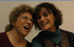 Zwei Chorsängerinnen